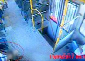 Câmeras flagram ato obsceno praticado por homem dentro de ônibus em Marília