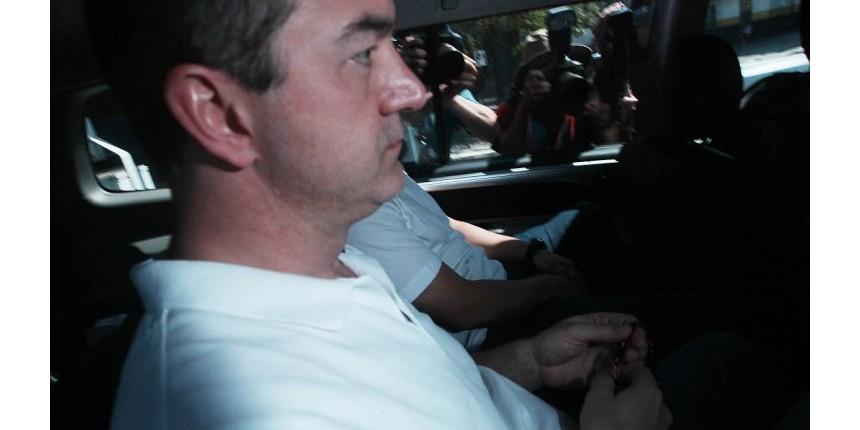 Com terço nas mãos, Joesley Batista segue para a prisão em Brasília