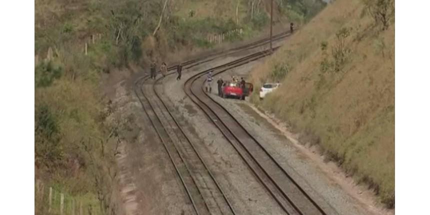 Criança morre atropelada por trem ao correr atrás de pipa