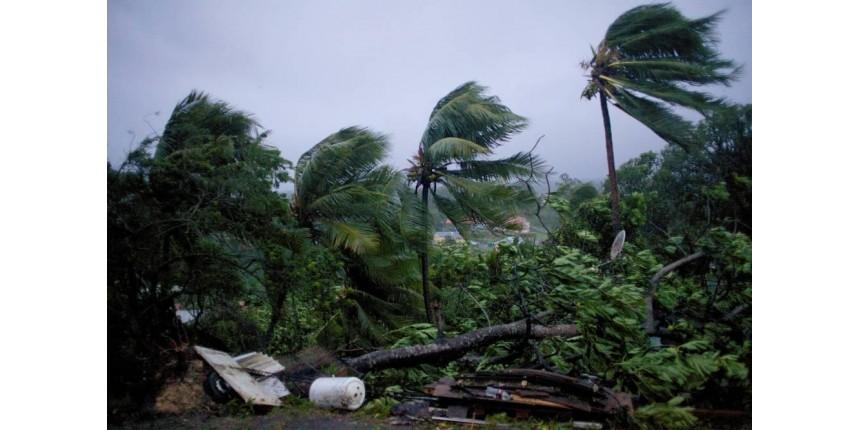 Furacão Maria devasta Dominica e segue com intensidade máxima