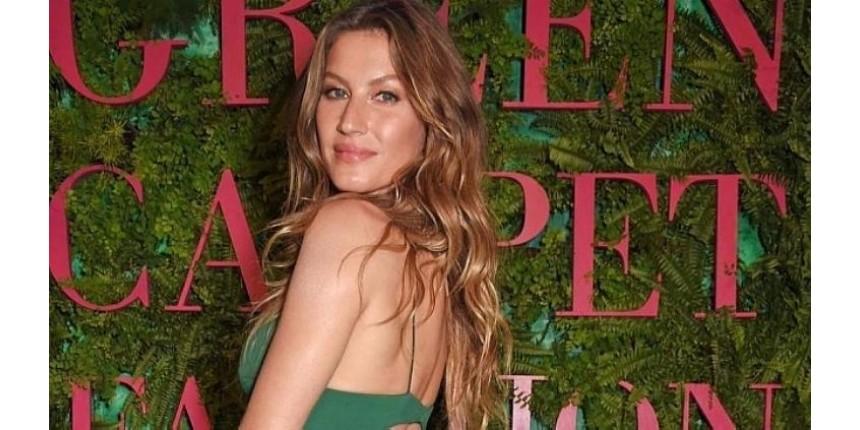 Gisele usa vestido sustentável para receber prêmio