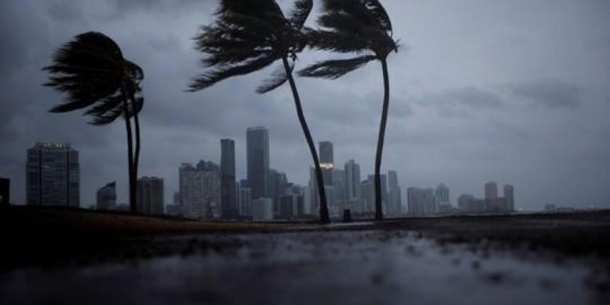 Irma recupera força ao chegar à Flórida