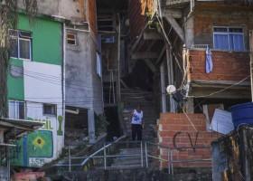 Seis brasileiros concentram a mesma riqueza que a metade da população mais...