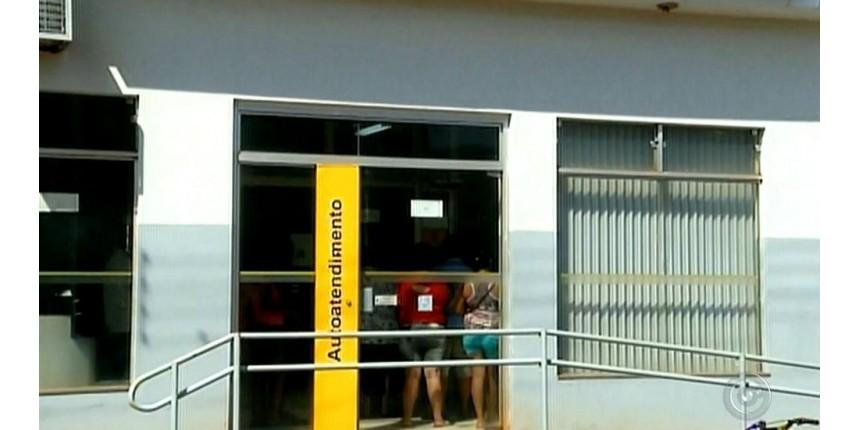 Assaltantes levam R$ 70 mil de banco após render bancário e anunciar falso sequestro de família