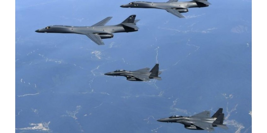 Bombardeiros dos EUA sobrevoam Coreia do Norte para demonstrar força