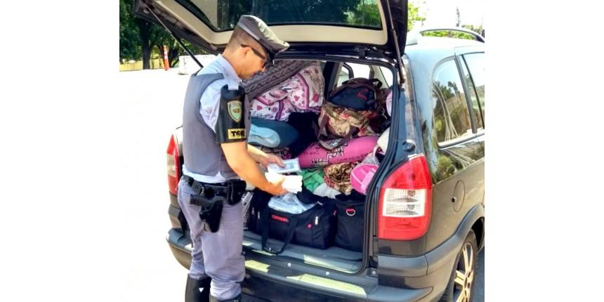 Casal com três filhas e centenas de celulares sem nota fiscal é abordado em rodovia