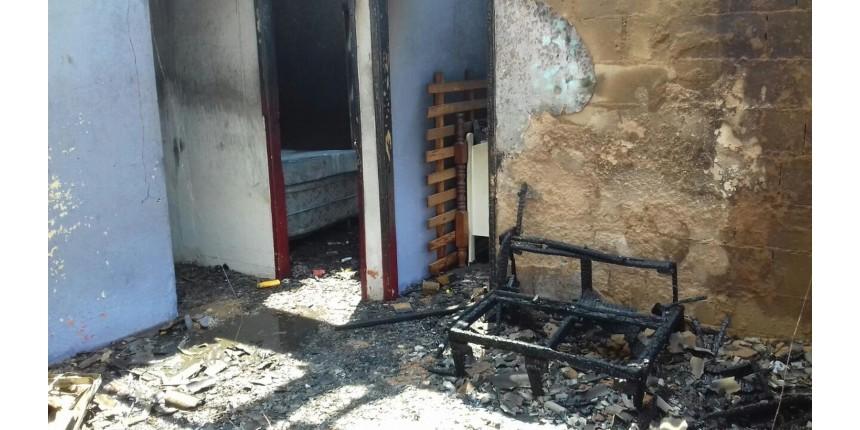 Homem é suspeito de colocar fogo na casa da ex-mulher