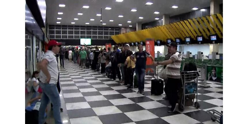 Aeroporto de Congonhas fica lotado de passageiros que tiveram voos cancelados por causa de drone