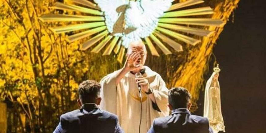 Dono de bar, padre excomungado lança rótulo de cerveja