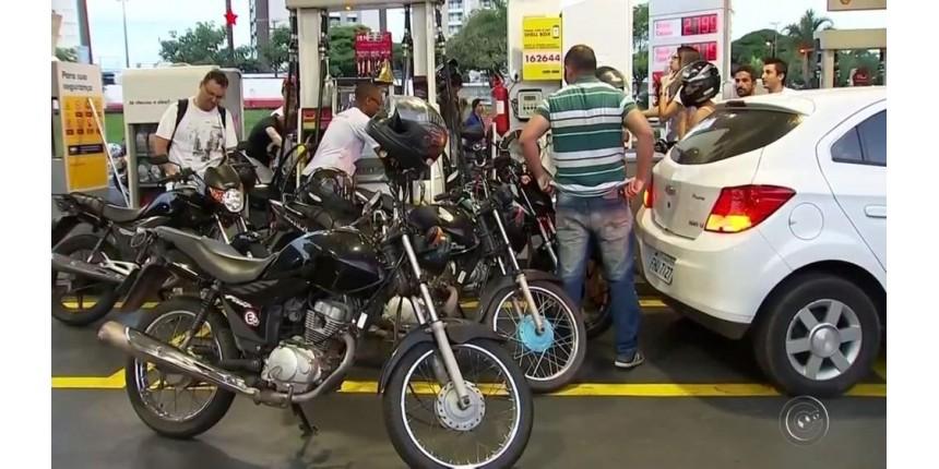Motoristas abastecem veículos com R$ 0,50 em protesto contra preços em Marília