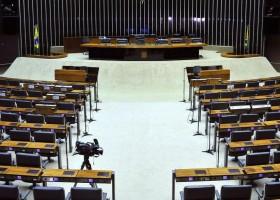 Na estreia da nova lei do trabalho, deputados se dão feriadão milionário