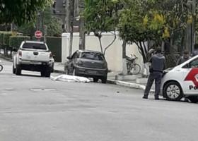 Criminoso é morto a tiros ao tentar assaltar PM...