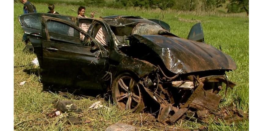 Jovens mortos em acidente com BMW comemoravam aprovação em faculdade, diz amigo