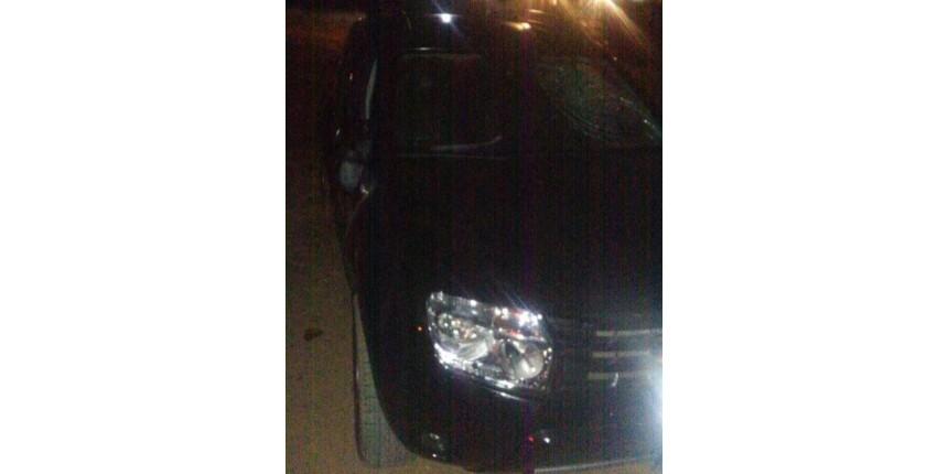 Motorista atropela três jovens em festa de formatura: veículo é depredado