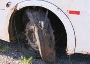 Polícia apreende pneu de ônibus para perícia após acidente que...