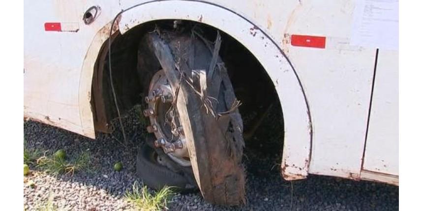 Polícia apreende pneu de ônibus para perícia após acidente que matou 5 sacoleiros