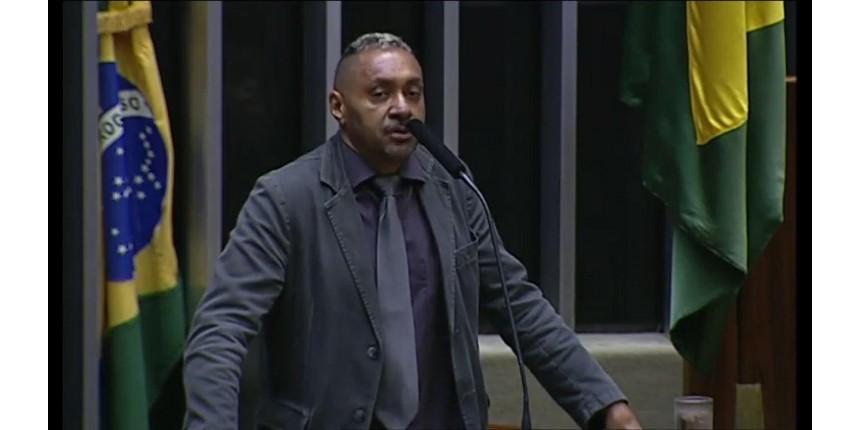 Tiririca anuncia que não disputará reeleição: 'Saio com vergonha'