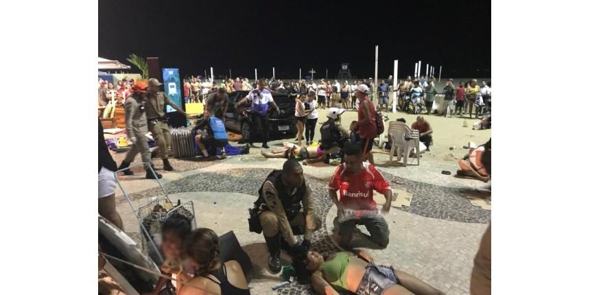 Carro invade calçadão e a Praia de Copacabana e deixa feridos