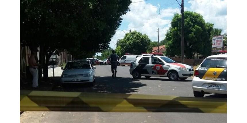 Homem esfaqueia policial e morre baleado