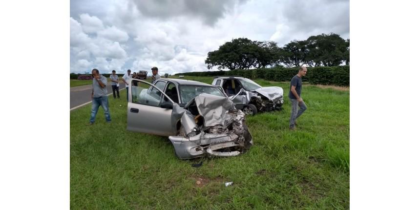 Homem morre ao ter carro atingido por motorista que tentou desviar de buraco em rodovia