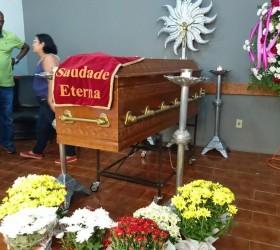Revolta marca enterro da mulher que pesava mais de 300...