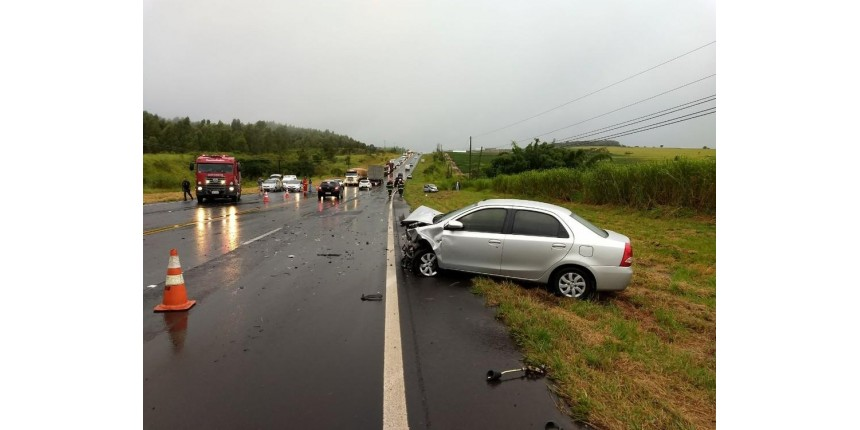 Acidente envolvendo quatro veículos na rodovia deixa feridos