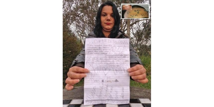 Após condenação, mãe diz que espera que dupla que tatuou testa de filho reflita sobre agressão