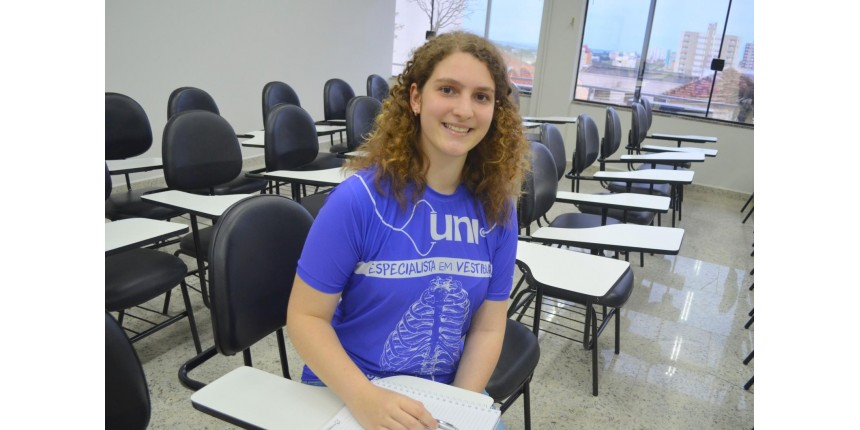 Estudante de 15 anos supera a depressão e o bullying e entra em medicina na USP