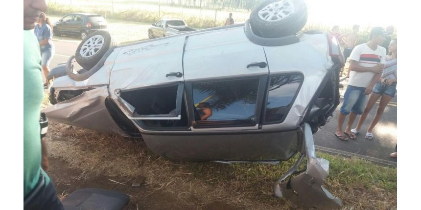 Homem morre após capotar o carro na SP-333 na região de Marília