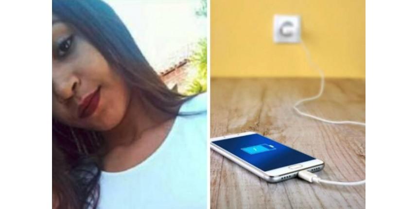 Jovem de 17 anos morre após usar smartphone conectado à tomada