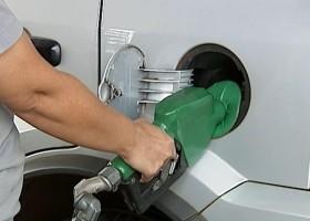 Preço da gasolina nos postos tem 1ª queda em 14 semanas, diz...