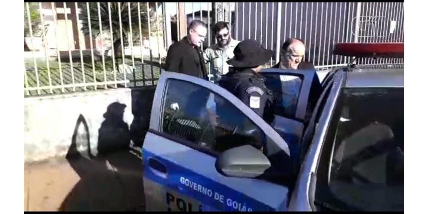 Bispo e padres são presos em operação contra desvios de recursos na Igreja Católica em três cidades de Goiás