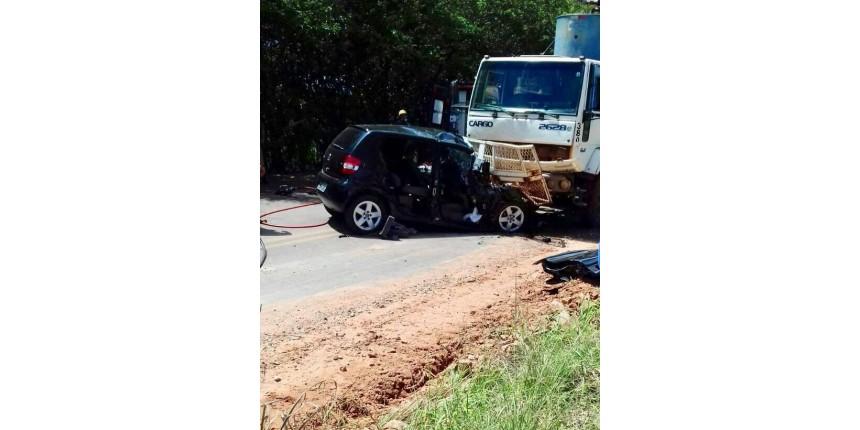 Casal morre em grave acidente na estrada vicinal
