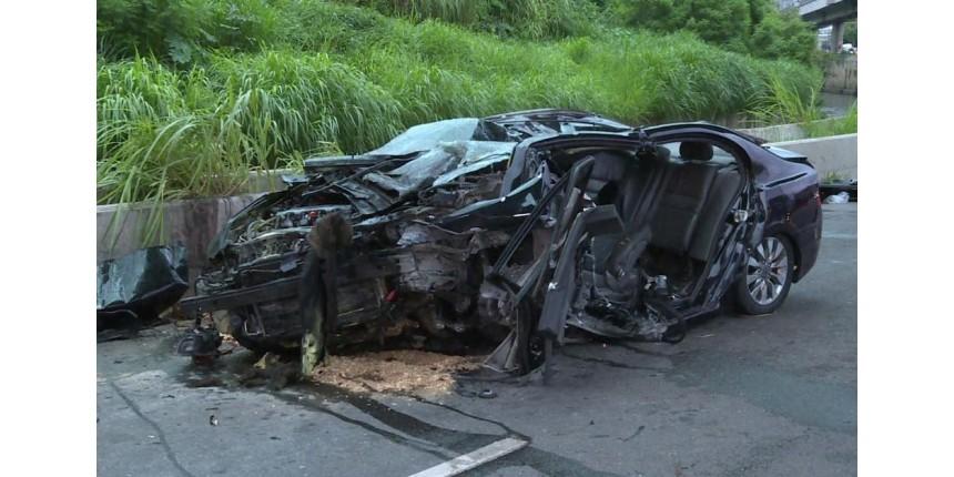 Homem morre após carro capotar em avenida na Zona Sul de SP