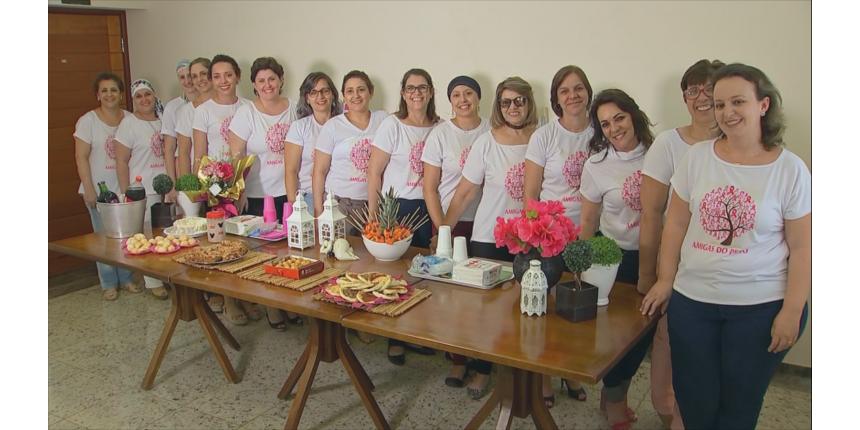 Mulheres com câncer de mama se unem para trocar experiências: 'fortalece a autoestima', diz psicóloga