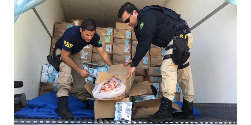 Polícia Rodoviária flagra caminhão com 10 toneladas de camarão com nota fiscal falsa