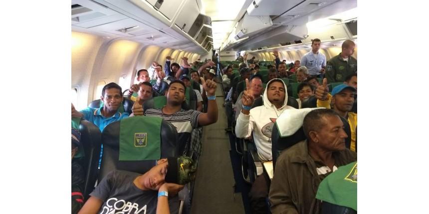 104 venezuelanos vindos de Roraima desembarcam em SP
