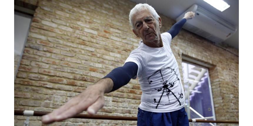 Aos 80 anos, aposentado faz 5 aulas de balé por dia: 'Eu me sinto vivo'