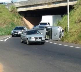 MARÍLIA REGISTRA CAPOTAMENTOS E OUTROS ACIDENTES GRAVES