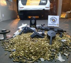 Polícia Rodoviária apreende grande arsenal de munições e armas em...