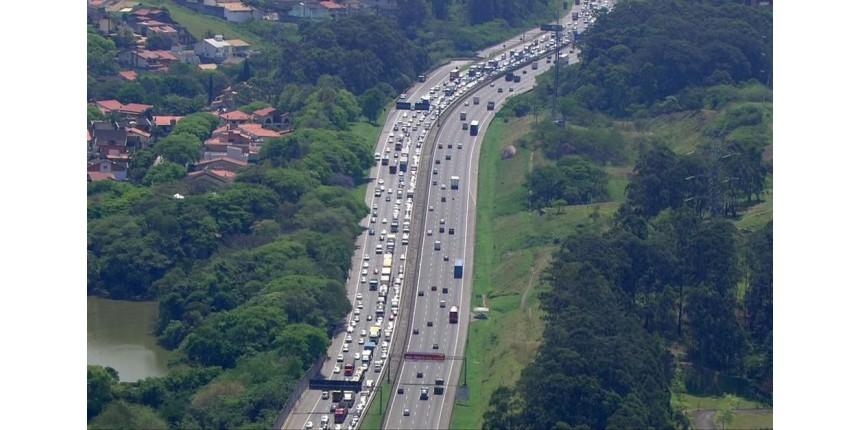 Quase 2 milhões de veículos devem voltar a SP neste domingo; veja os horários de pico