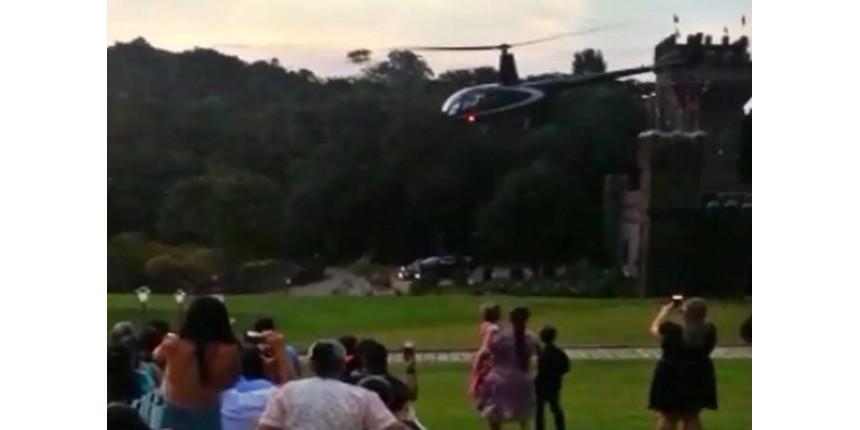 Cai helicóptero que transportava noiva