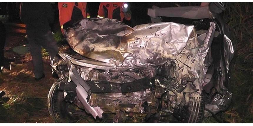 Colisão entre dois carros mata quatro pessoas na Rodovia