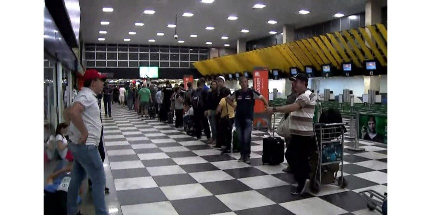 Consumidor sem combustível pode cancelar pacote de viagem para o feriado, diz Procon