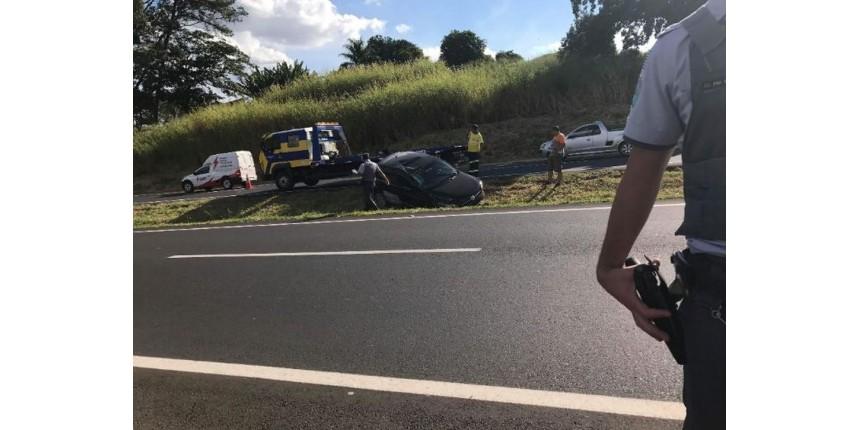 Dono de oficina empresta carro de cliente para amigo, que sofre acidente em rodovia
