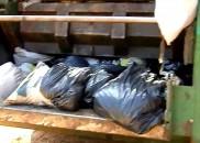 Homem joga R$ 70 mil do patrão no lixo por...