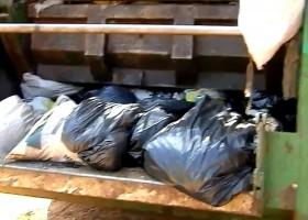 Homem joga R$ 70 mil do patrão no lixo...