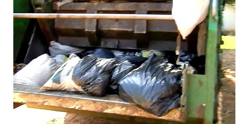 Homem joga R$ 70 mil do patrão no lixo por engano e dinheiro é recuperado com ajuda dos coletores