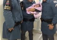 Policiais militares realizam parto de emergência dentro de viatura