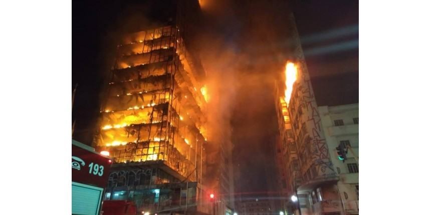 Prédio desaba durante incêndio no centro de SP e deixa uma pessoa morta; há desaparecidos